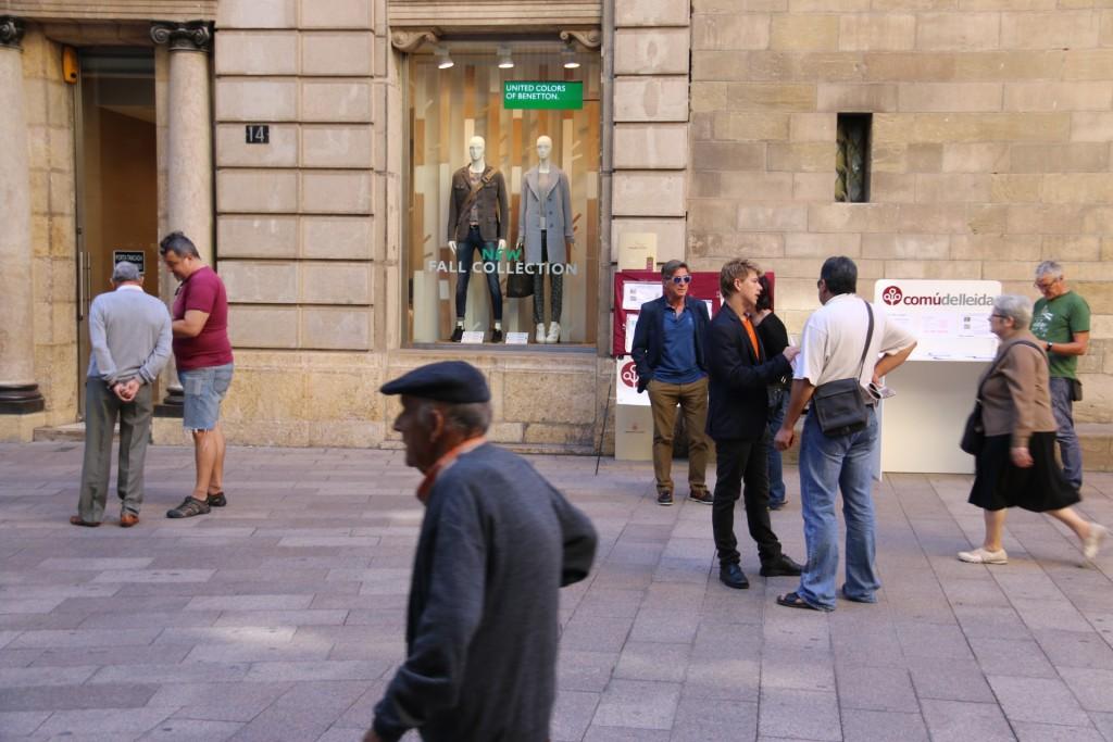 El Comú ha sortit al carrer per explicar la proposta del deute